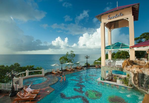 Sandals La Toc St Lucia bluff pool resized 600